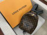 「ルイヴィトン LOUIS VUITTON モノグラム パームスプリングス バックパックPM M41560」買取させていただきました。