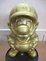 「任天堂エンターテイメントショップ 金色マリオ像 非売品 レア物」買取させていただきました。
