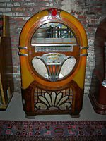150px-Midcentury_24-disc_Wurlitzer_jukebox_02