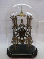 「アンティーク 置時計 ゼンマイ時計 ネジ巻 ガラスドーム 古い置時計」買取させていただきました。